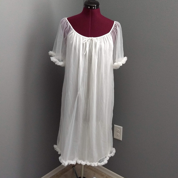 Vintage Other - Vintage 1970's Elissia White Ruffle Hem Nightgown